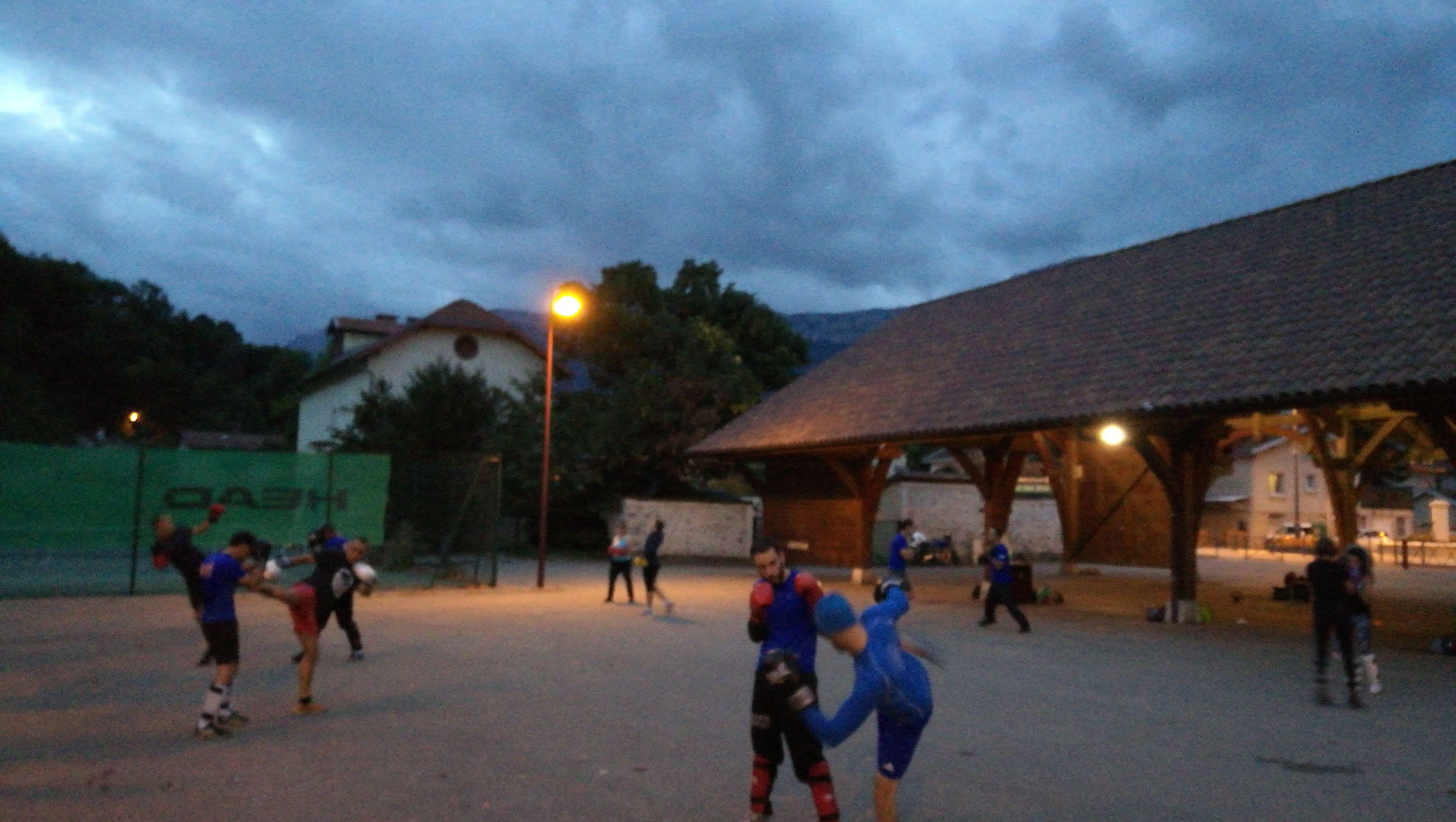 Boxe française, activités sportifs pour les adultes proposés par l'association BE API à Echirolles